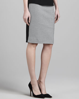 Fitted Two-Tone Skirt with Contrast Back