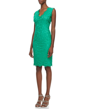 Sleeveless V-Neck Lace Cocktail Dress