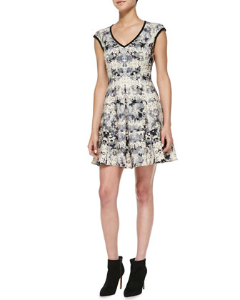 Love Crime Solid-Trim Floral Dress