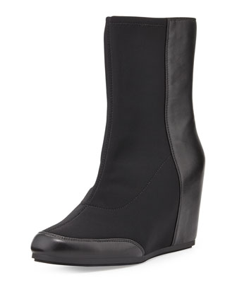 Dual Stretch-Front Wedge Boot, Black