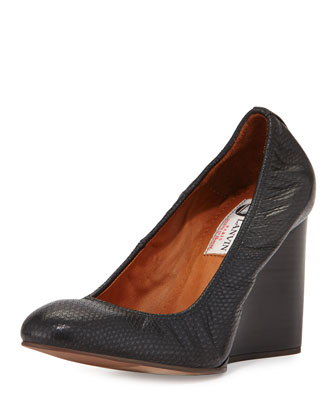 Lizard-Embossed Wedge Pump, Black